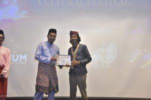Mahasiswa Ilmu Komunikasi sebagai Social Media Influencer Award Asean University Youth Summit